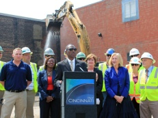 Mayor Mallory led the countdown to the most visible sign of progress on the Cincinnati Streetcar's construction phase.